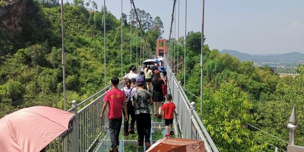 金鸡岩玻璃桥